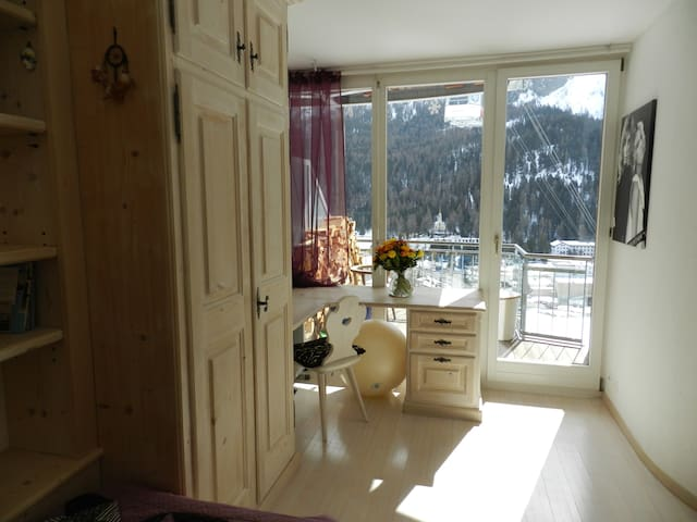 Close to slopes, biking and hiking trails! - Sankt Moritz - Apartamento