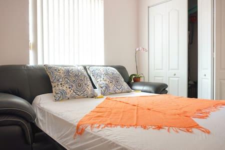 Nice private nook in a cozy community - Miami