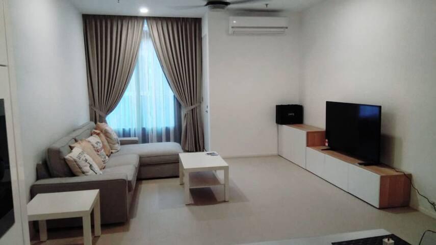 Minimalist Zen 757sqft 1 Bedroom @Arcoris SOHO