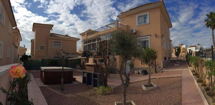 Lyxigt i Torrevieja med privat Jacuzzi och WIFI