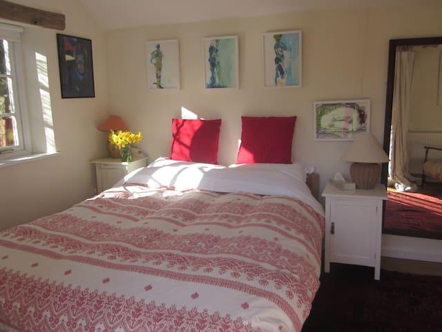 Artist's Cotswold Garden Cottage - Chadlington - Bed & Breakfast
