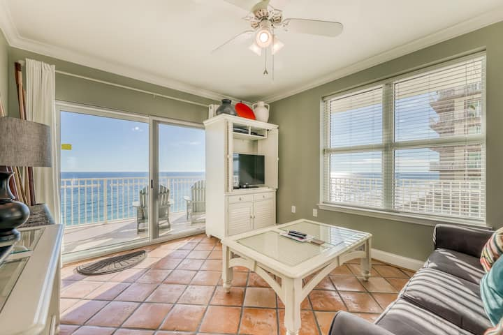Snowbird-friendly, Gulf-front condo w/ resort pools, hot tub, sauna & gym!