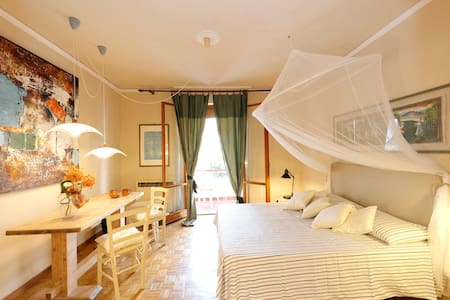 Wonderful double room in a quite environment - Pisa
