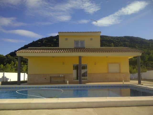 Precioso chalet estilo mediterraneo - Montserrat - House
