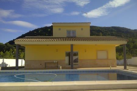 Precioso chalet estilo mediterraneo - Montserrat - Talo