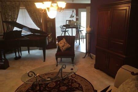 Beautiful home , HBO, Wi-Fi, Jacuzzi, grand piano - Lithonia