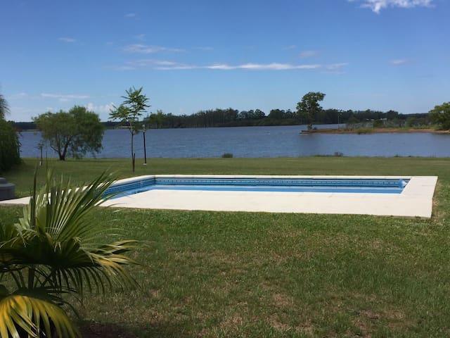 Hermosa casa sobre Lago Salto Grande con Piscina - Concordia - Casa