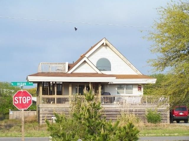 Southern Shores Cottage-PETS OK-100 yds to Beach!!