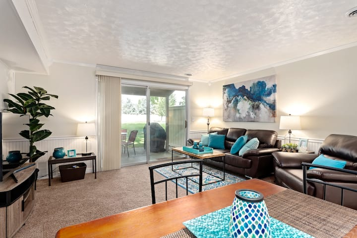 Comfy and charming Eagle Townhouse