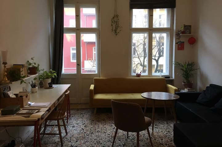 Spacious and bright Room in Neukölln