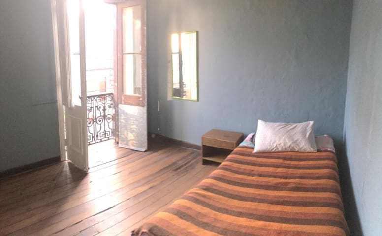 Habitación en barrio Almendral, plan Valparaíso