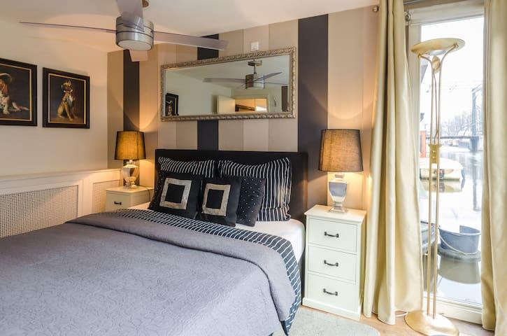 studio/bedroom with comfortable twinbed