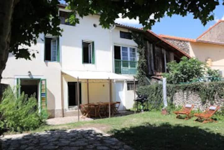 Grand Gîte au Cœur du Village Verniolle 1-14 Pers.