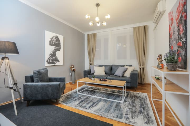 LINA - SKP, Cute Central Apartment