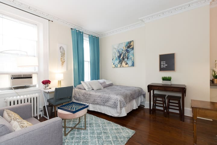 ☆Lovely Studio Cap Hill ☆ Fast WiFi ☆ Smart TV