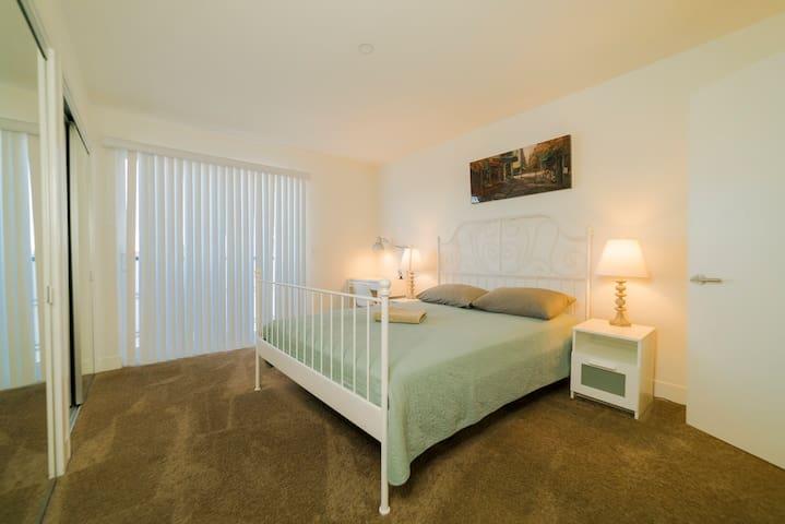 !!!Beautiful master bedroom Hollywood/K-Town!!!