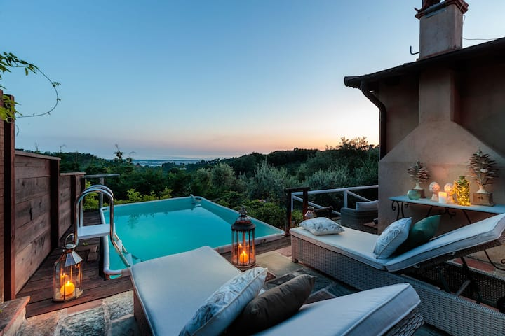SEAVIEW ALCOVA, a Romantic Farmhouse with Private Pool and a Magnificent view over the Sea