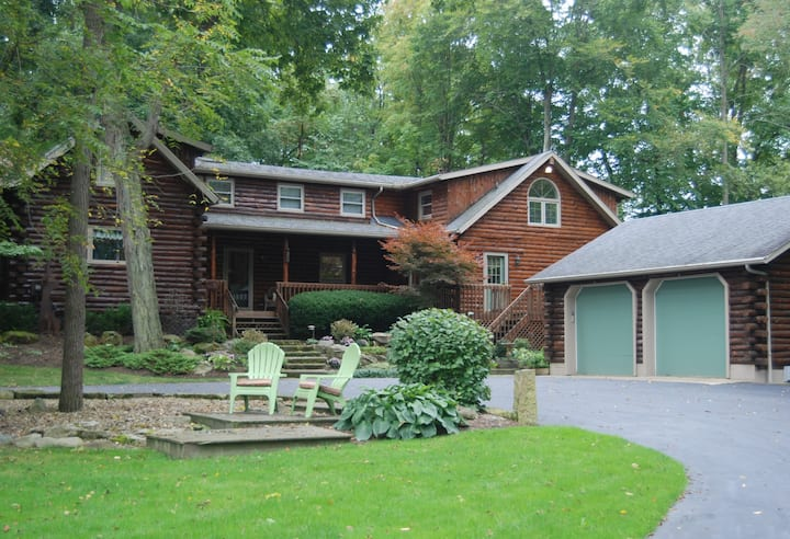 Luxury Log Cabin House set on 9 Acres!