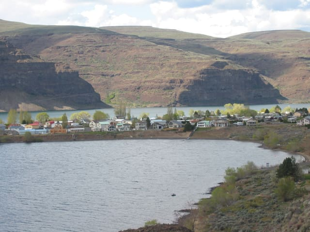Columbia River Views, Monthly Rates, Furnished Apt