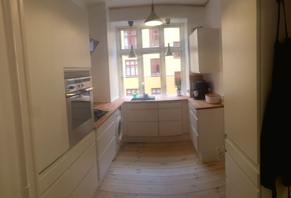 Kitchen. Dishwasher to the right of the sink / Washing machine to the left.