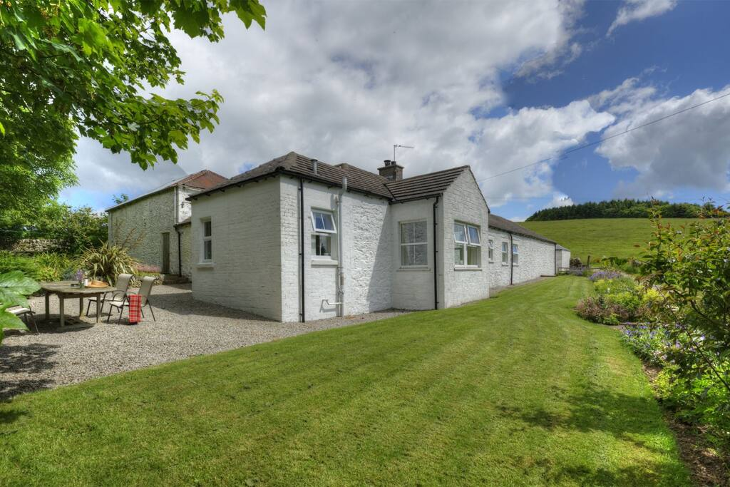 Abbotsway Cottage has beautiful surrounds; open fields and it's own enclosed area for the safety of children and dogs