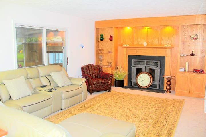 Nice bedroom near DC, Metro with Wifi, Parking, TV