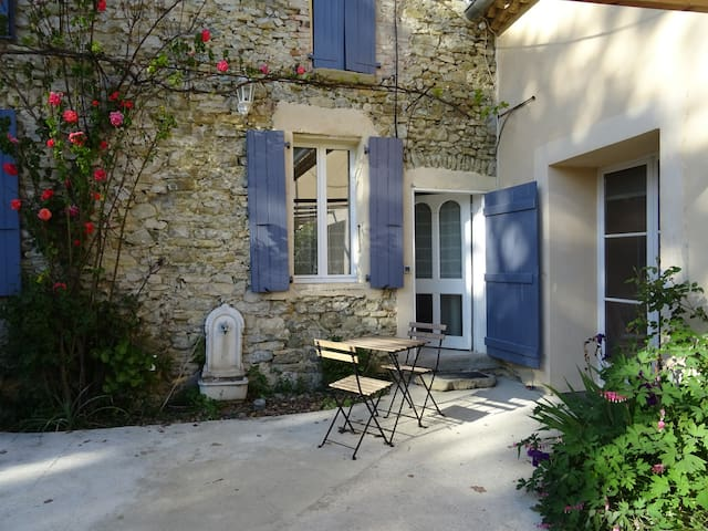 Old stone built Mas, swimming pool, wood burner -M - Pont-de-Barret - Apartamento