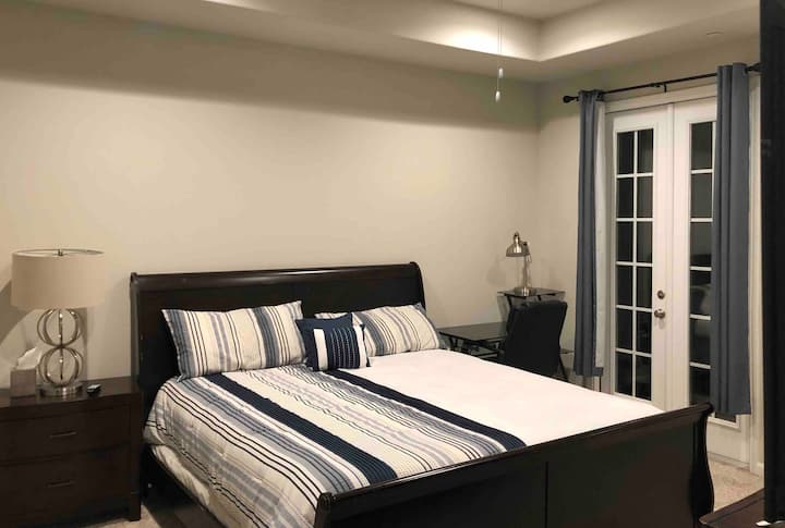 Master Bedroom/Private Bathroom on Clear Lake