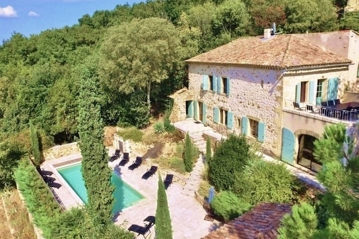 Beautiful 5 bed house, amazing views & large pool
