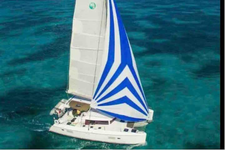 Amazing 3 to 6 day tailor trip at Catamaran 42ft.