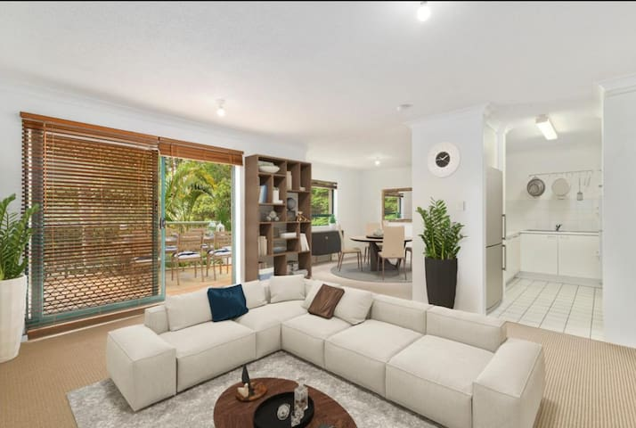 Beautiful Currumbin Apartment - 7mins to airport