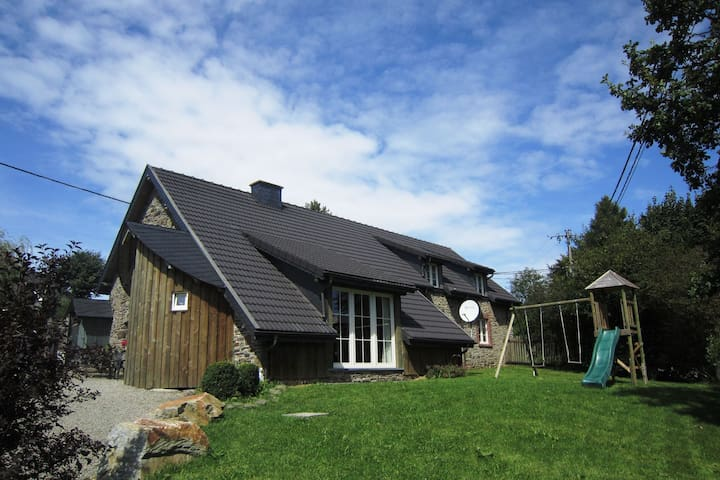 Pleasant Holiday Home in Weywertz near the Lake