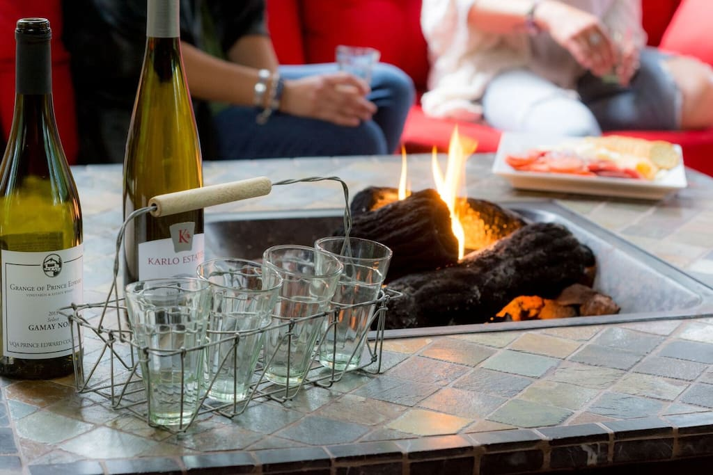 Fall is made for comfort, so pour a glass of your favourite wine and relax with your friends around the fire.