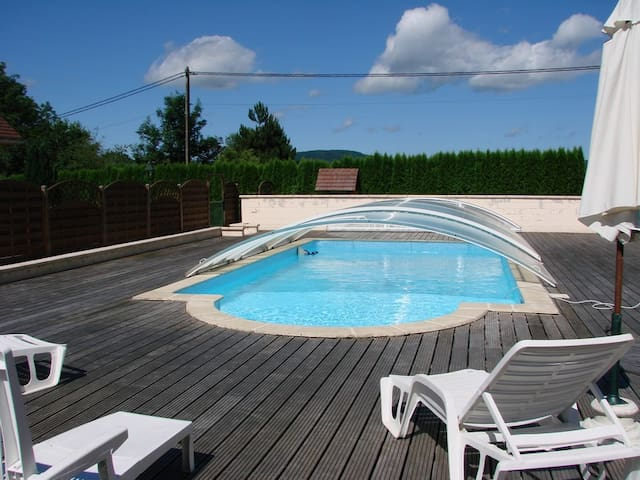 Lac Chalain Mais. indiv 8 pers. piscine chauffée - Marigny