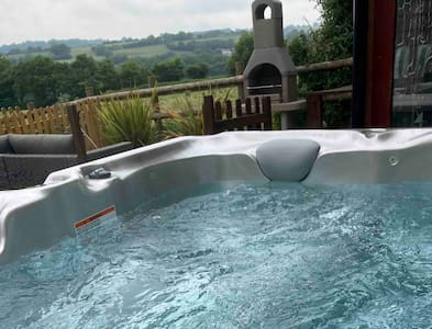 Annexe with Hot Tub