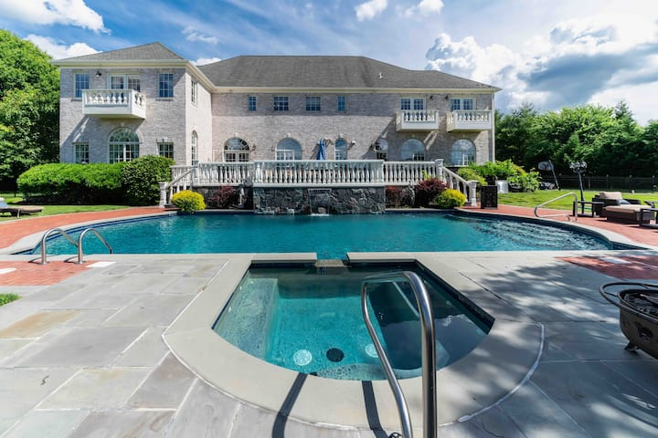 Long Island Hamptons Style Villa, Heated Pool nSpa