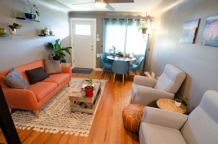 Private and Sunny Boho-chic Space in Trendy Hood