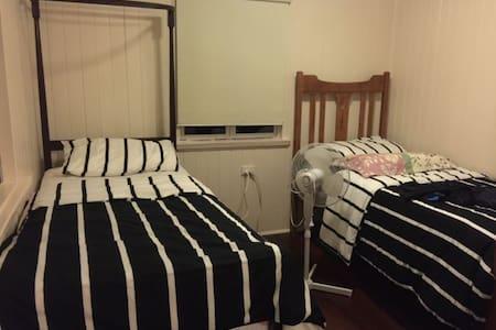 Student shareroom near Brisbane city - Windsor