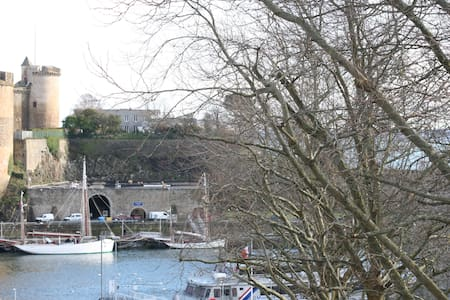 Studio cosy avec vue sur chateau - Brest - Byt
