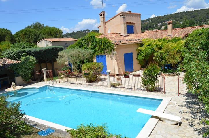 Mas Provençal arboré avec piscine - Bouc-Bel-Air - House