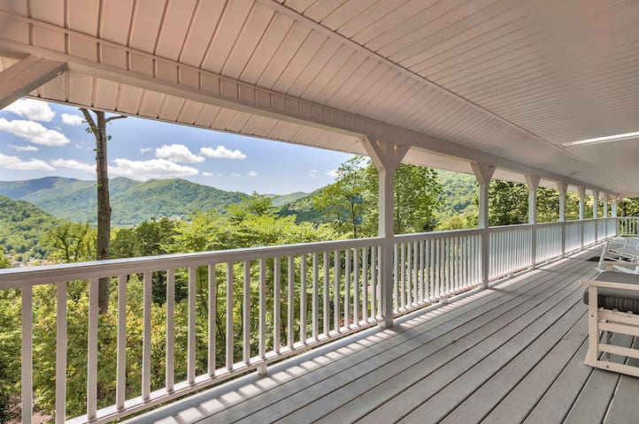 SPECIAL RATES! Maggie Valley Family Home w/Views - Maggie Valley - House