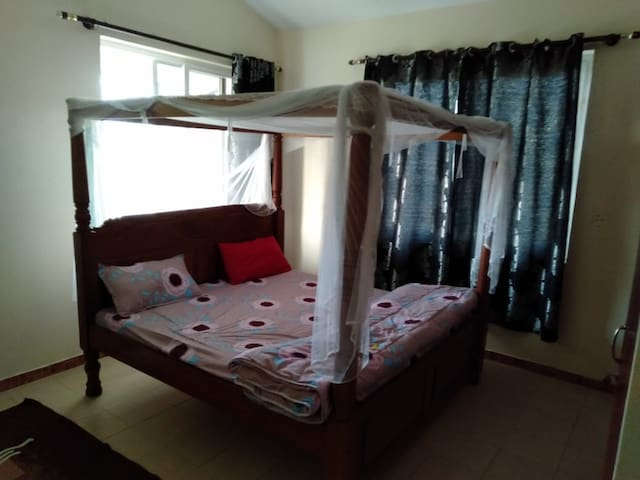 king size bed room 1