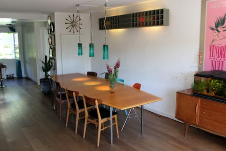 Big & quiet house with garden close GVA center - Lancy