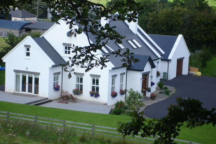 Rural retreat close to Westport town - Westport - House