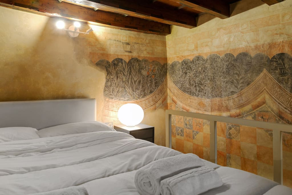 The Bedroom on the mezzanine - The comfortable double bed with soft bed-linen and towels