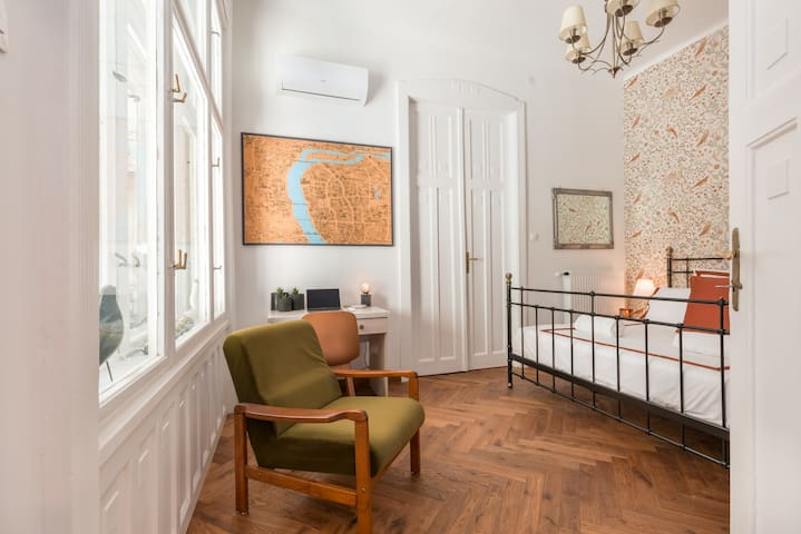 we have placed several amazing Budapest maps in the apartment, so you can explore the city and see whats there to visit even from the comfort of your bedroom, each room has mirrors and amazing lighting as well, the WIFI provides stable, fast internet