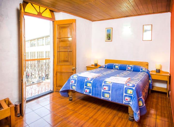 Cosy Double Room Ensuite with Balcony @LeFoyerAQP