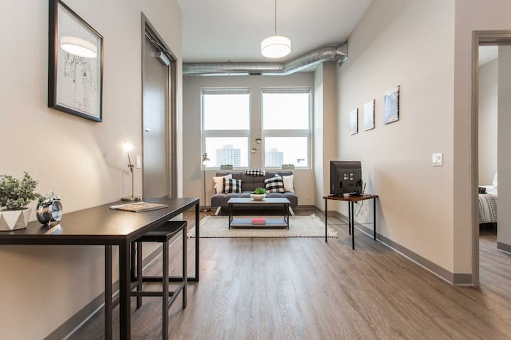 Cozy 2bd (5 min to Downtown) with❤️+gym