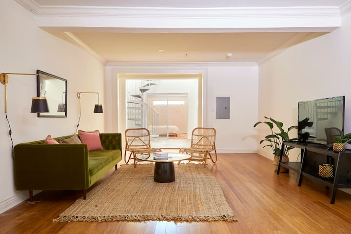 Sonder | Artist Lofts | Lovely 1BR + Pool