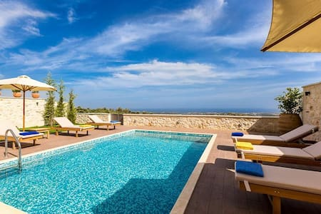 3 Bedroom Luxury Seaview Villa, Roupes Rethymnon - Roupes - Villa